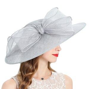 Image 4 - Kraliyet düğün kilise Fedoras bayan şapkaları düğün kadın şapka zarif gri Fascinator melon kap yay keten geniş brim şapka kadın