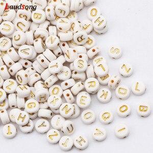 7 мм белые и золотые Смешанные Буквы круглые акриловые бусины плоский Алфавит свободные бусины для изготовления украшений вручную Diy браслет ожерелье