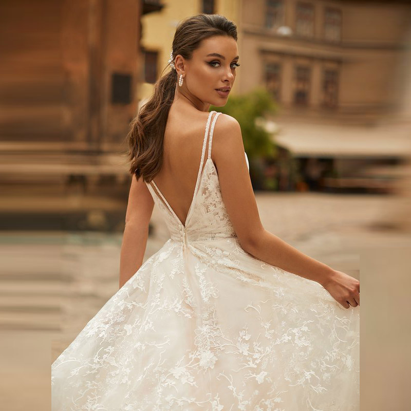 Affordable Graceful A Line Lace Backless Wedding Gowns for Bride Sleeveless Plunge V Neck Pleated Bridal Wedding Dresses 2020