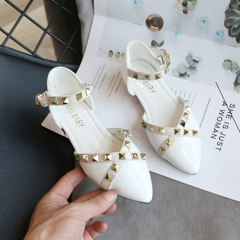 2020 Spring Summer New Korean Girls Sandals Children Rivets Flat Shoes Fashion Princess Shoes Wild Baotou