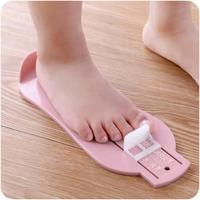赤ちゃん足定規測定ゲージベビー足定規靴サイズ測定定規の長さ足フィッティング定規ツールランダムスケールの色