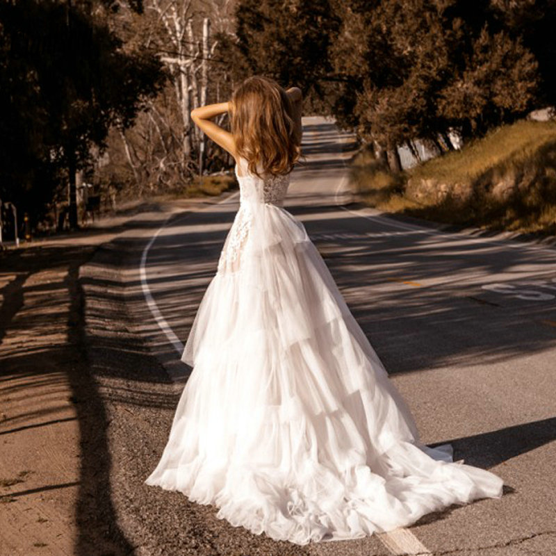 Romantic High Neck Sleeveless Long Country Wedding Dress Elegant Tiered Tulle Skirt Appliques Lace Bridal Wedding Dresses