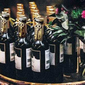 Image 2 - 36/50 stücke Schlüssel Flasche Opener mit Tags Braut Hochzeit Wein Ring Keychain Party Favor Braut Dusche Bevorzugungen Hochzeit Geschenke für gäste