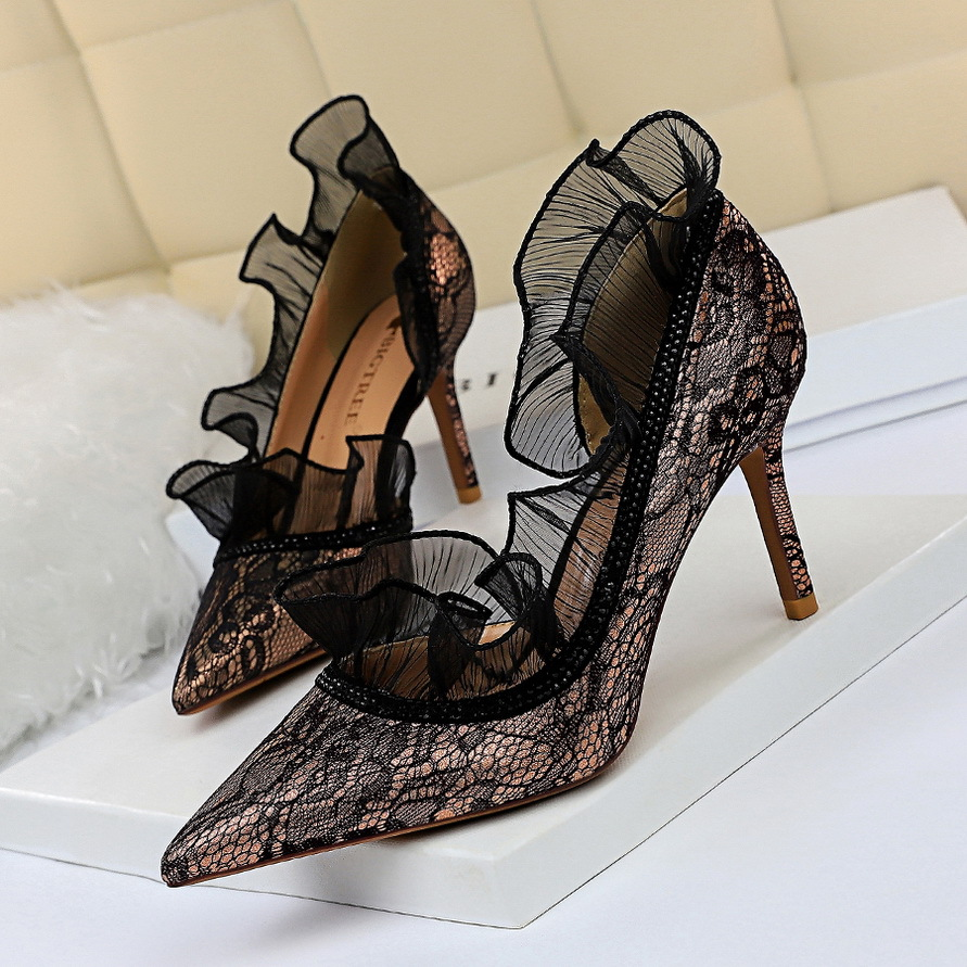 European And American Style Sexy Evening Was Thin Fine With High Heels Shallow Mouth Pointed Side Cutout Rhinestone Lace Shoes