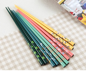 Image 1 - 400 זוג מכירה לוהטת קריקטורה במבוק מקלות אכילה אורך לבן סיני קריקטורה כלי שולחן מטבח