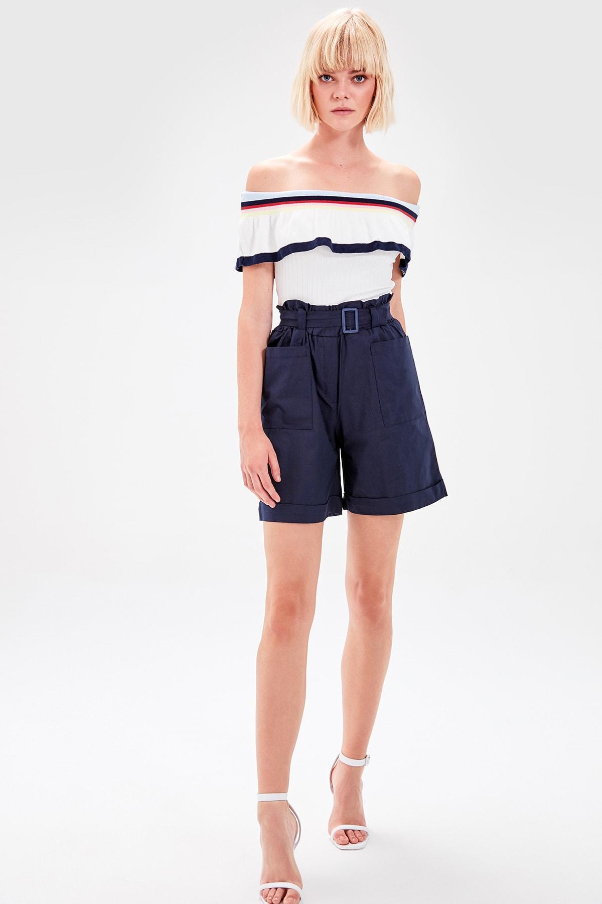 Trendyol Navy Blue Belted Shorts TWOAW20SR0032