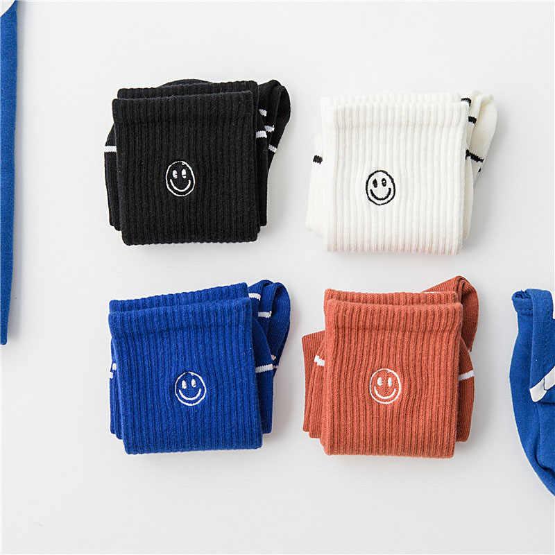 カジュアル刺繍笑顔カップル靴下和風原宿ストリートトレンドユニセックスファニーソックス純粋な色の綿のギフト靴下