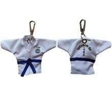 цена 5 Colors Sale ITF Taekwondo Uniform Kimono Cartoon Keychain Supplies Pendant Taekwondo Sport Gifts Keepsake Key Button key Ring онлайн в 2017 году