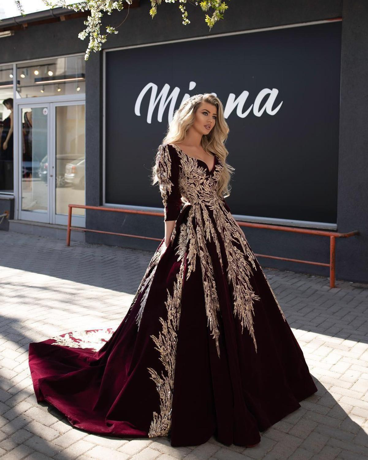 2020 Dubai Arabic Ball Gown Long Evening Dresses Lace Appliqued Celebrity V Neck Long Sleeve Evening Gowns Formal Robe De Soiree