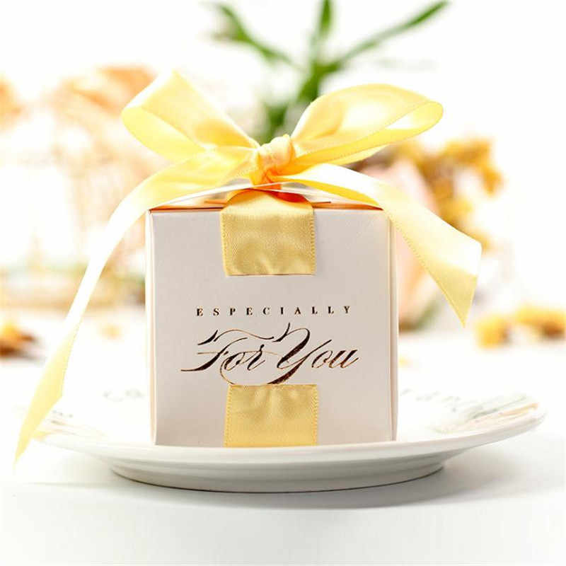 """2.56 """"caixa quadrada do favor do casamento caixa de doces com fita caixas de chocolate branco clássico caixa de doces convidados lembrança do casamento"""