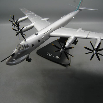 1/144 Scale Retro propeller Airplane Model RUSSIA TY-95 TU-95 Bomber Diecast Metal Military Aircraft  Display Collections Toys