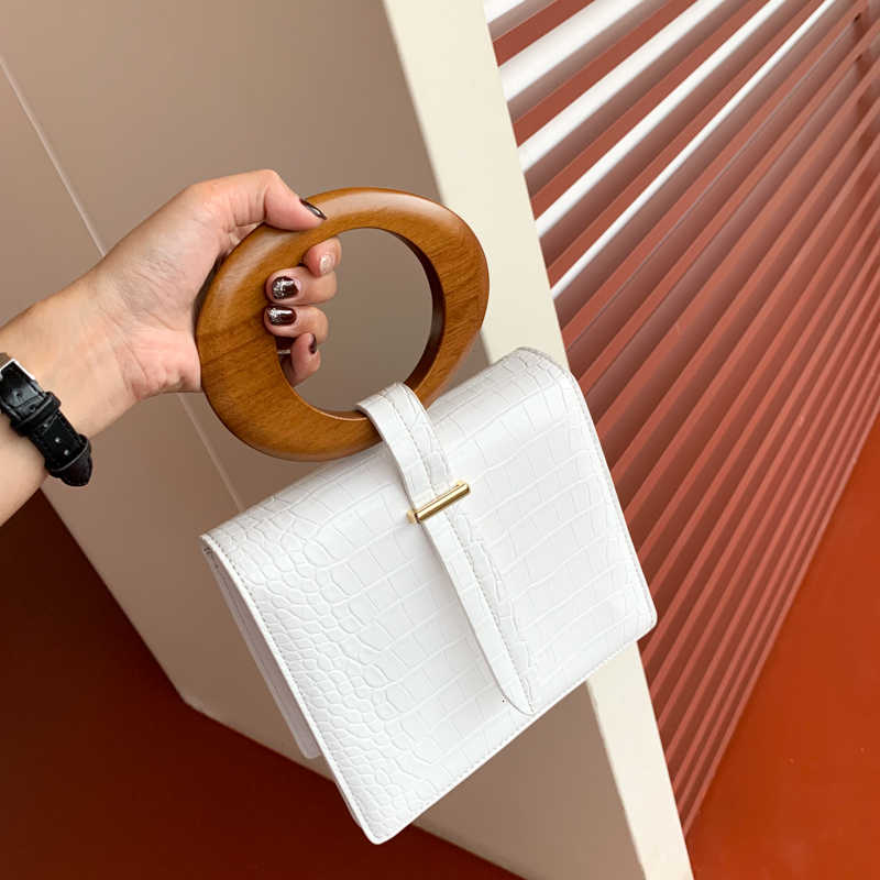 [BXX] 2019 High Quality Luxury Spring Summer Fashion New Temperament Round Wood Handle Flap Handbag Lady All Match Bag LM601