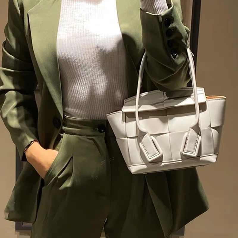 女性ファッションハンドバッグトップ隠す本物のカーフレザーハイトップハンドルショルダーバスケットバッグ牛革トートバッグ高級ハンドバッグの女性のバッグ