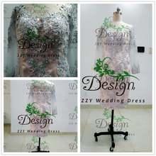Серебристые атласные платья для матери невесты с кружевной аппликацией