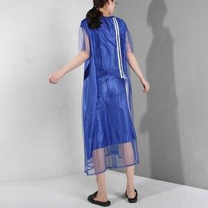 Image 5 - [EAM] جديد 2020 للربيع والصيف ، فستان قصير الاكمام مع فتحة مخططة باللون الازرق ، فستان كبير الحجم للنساء موضة WG9060