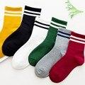 Lustige Nette Japanischen Hohe Schule Mädchen Baumwolle Lose Striped Crew Socken Bunte Frauen Soxes Harajuku Designer Retro Gelb Weiß