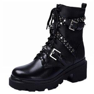 Image 2 - FEDONAS Sonbahar Kış Perçinler Hakiki Deri Kadın yarım çizmeler Punk Motosiklet Botları parti ayakkabıları Kadın Toka Kadın kısa çizmeler