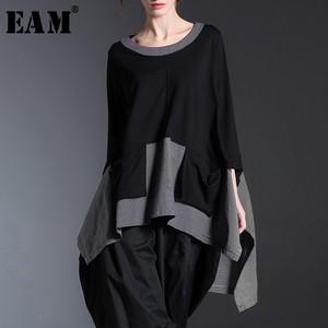 Image 1 - [EAM] 2020 New Spring Round Neck Long Sleeve Black Gray Irregular Plaid Hem Split Joint Big Size T shirt Women Fashion Tide JE68