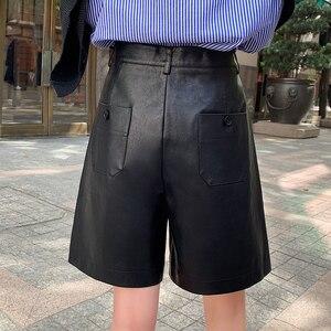 Image 2 - Shorts de couro pu com botões traseiros, moda feminina para outono e inverno, calção solta em couro com cinco pontos, plus size, S 3XL shorts com bermuda