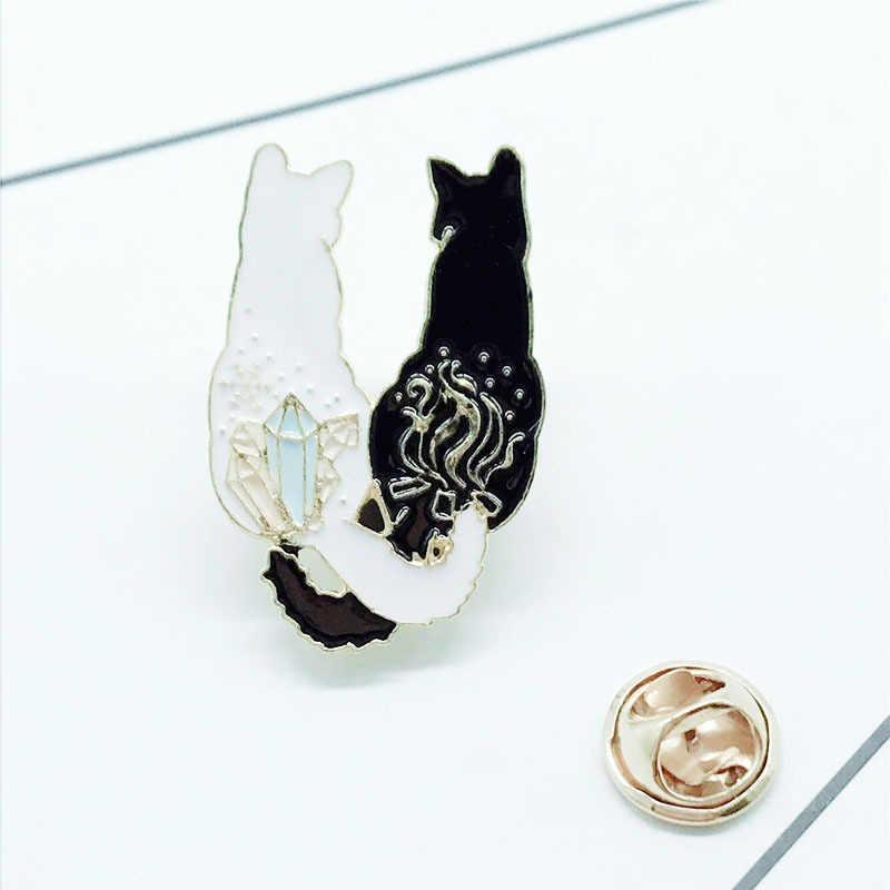 2019 Enamel Pin Lucu Kartun Hitam dan Putih Kucing Imut Api Permata Jejak Gadis Tas Perhiasan Bros Natal Perhiasan Bros
