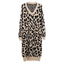Женский трикотажный свитер с леопардовым принтом и v образным