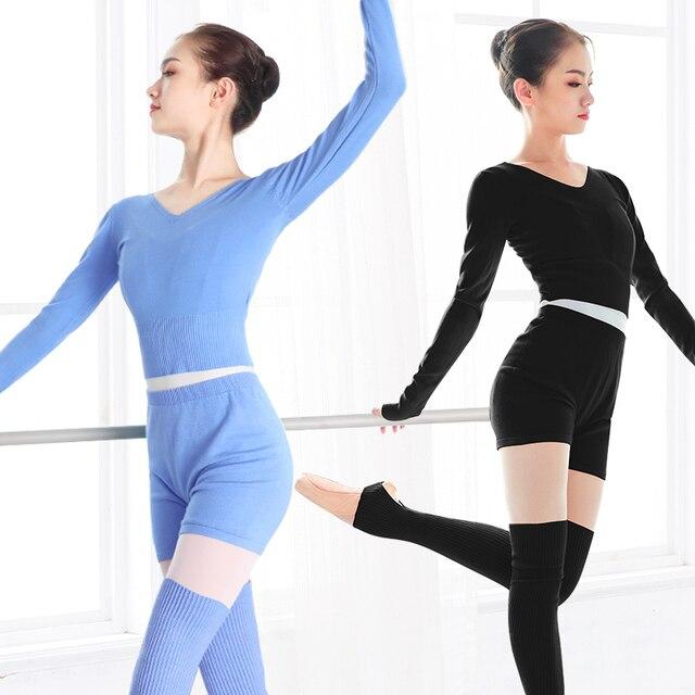 新スタイルの女性バレエダンススーツ 2 個セーターショートパンツとトップス秋冬暖かい大人ニットダンスの衣装バレエ