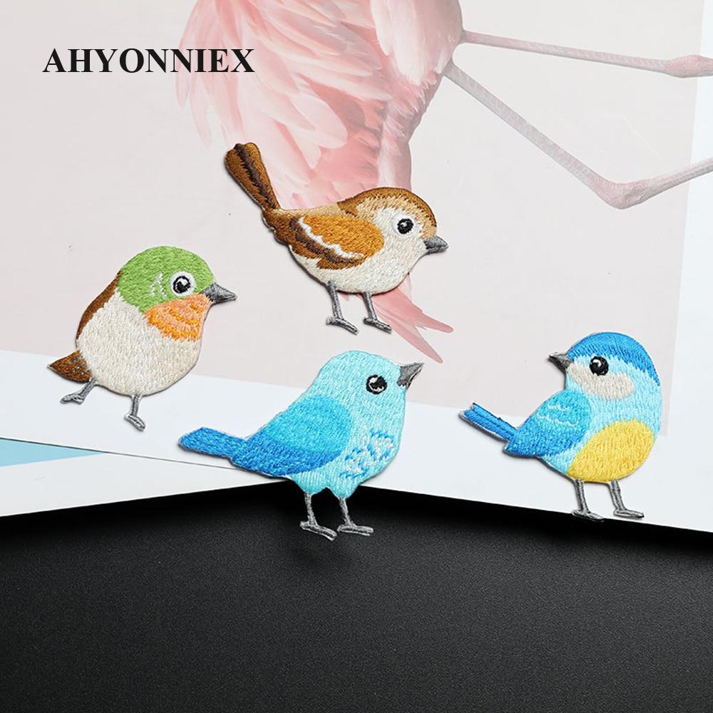 AHYONNIEX 1 Stück Niedliche Gestickte Vogel Patches Kleidung Taschen DIY Applique Stickerei Parches Eisen Auf Patch für Kleidung