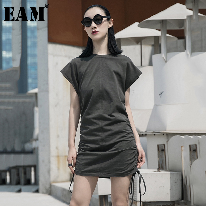 [EAM] Women Army Green Side Drawstring Irregular Dress New Round Neck Short Sleeve Loose Fit Fashion Spring Summer 2020 1W025