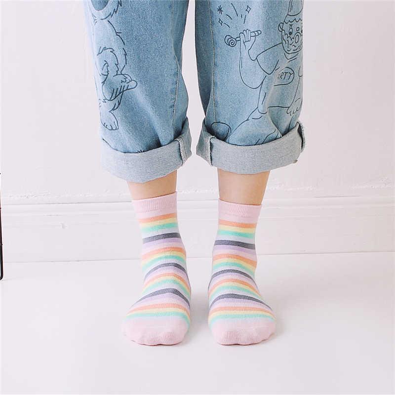 Yeni kız kırmızı pembe gökkuşağı renk çizgili baskılı yenilik moda çorap genç sanat komik hipster sokak dans hediye çorap dropship