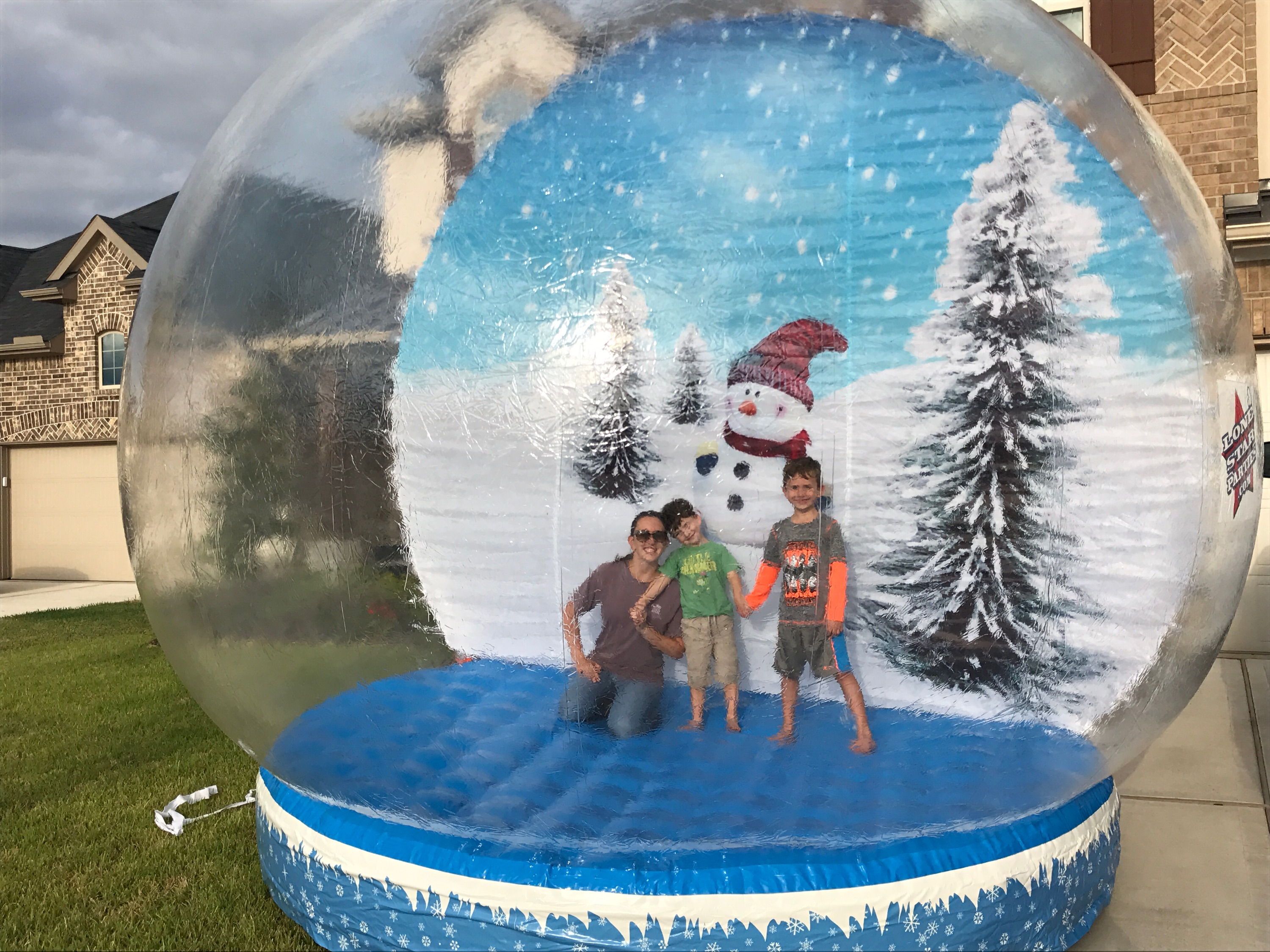 2019 New Inflatable Snow Globe Customized Size 2M/3M/4M Dia Inflatable Globe For Christmas Decoration Transparent Snow Globe
