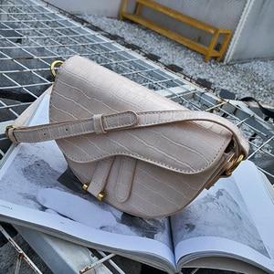 Image 5 - クロコダイルプリントサドルバッグワニ pu レザーバッグラウンドハンドバッグ女性ヴィンテージハーフムーンバッグ 2019 新インファッション卸売