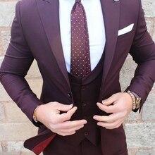 Индивидуальный заказ бордовый Для мужчин Нарядные Костюмы для свадьбы лацкан с тупым углом, на одной пуговице, строгий костюм; для жениха фраки строгие костюмы, 3 предмета(куртка+ жилет+ штаны+ галстук-бабочка