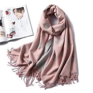 Image 1 - 브랜드 디자이너 겨울 스카프 여성을위한 클래식 꽃 인쇄 Shawls 및 랩 두꺼운 따뜻한 Pashmina 패션 Tassels 캐시미어 스카프