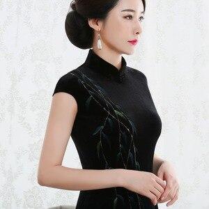 Image 2 - 2019 Vestido De Debutante New High Fashion Sleeveless Walk Show Velvet Cheongsam Long Retro Improved Fit Factory Direct Dress