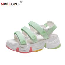 MBR FORCE nowe damskie sandały damskie letnie sandały na platformie buty damskie oddychające komfortowe sandały do chodzenia białe buty damskie buty tanie tanio Podstawowe Wysokość zwiększenie Pokryte RUBBER Wysoka (5 cm-8 cm) 5-7 cm Na co dzień Hook loop Pasuje prawda na wymiar weź swój normalny rozmiar