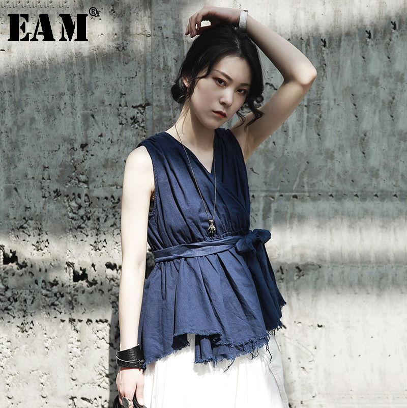 [EAM] Women Blue Pleated Bandage Temperament Blouse New V-collar Sleeveless Loose Fit Shirt Fashion Spring Summer 2020 JG320