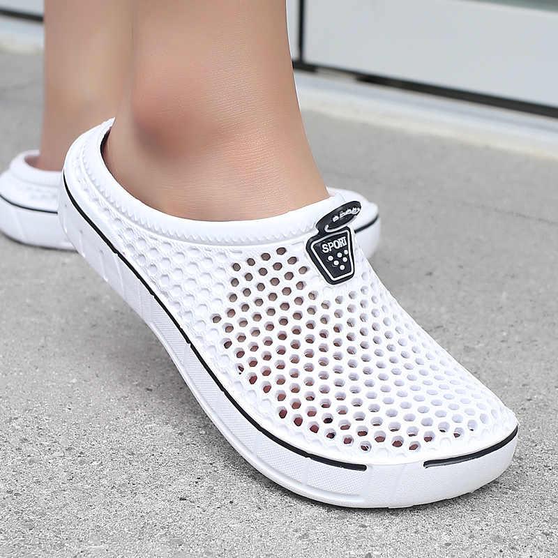 2020 ฤดูร้อนรองเท้าแตะชายหาดกีฬาหญิงชาย SLIP-ON รองเท้ารองเท้าแตะหญิงชาย Croc Clogs Crocks Crocse น้ำล่อ D006