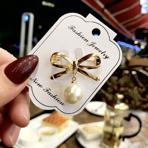 DIHOPE Fashion Bow Big Pearl Pendant Tassel Brooch Pins For Women Bowknot Pearl Pin Wedding Banquet Accessories Simple Brooch