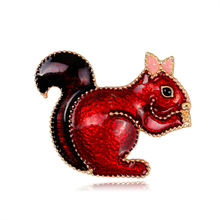 Animal brooch series European and American fashion cartoon lovely alloy oil drop squirrel brooch lady corset цена 2017