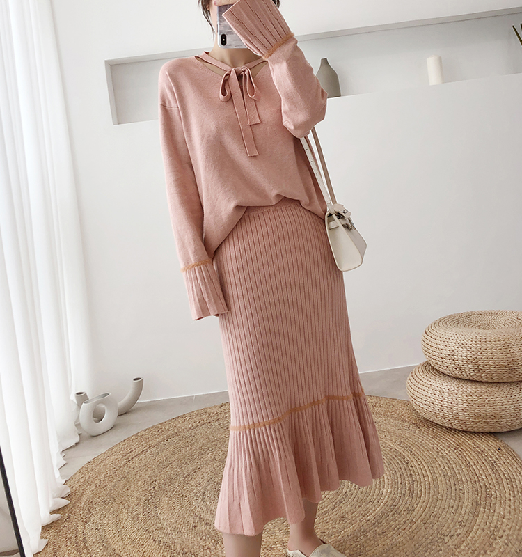 Hdf696608bfa44d9c9e52ae50e9e2e711i - Autumn / Winter V-Neck Flare Sleeves Jumper and A-Line Midi Skirt