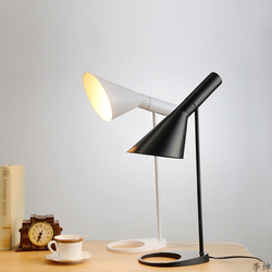 Nowoczesny AJ lampa stołowa Led nordycka czerń biały lampka nocna do sypialni metalowy stojak światła stół do pokoju dziennego światła E27 żarówka Luminaria