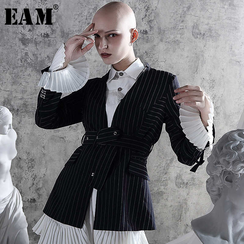 [EAM] Loose Fit Pleated Striped Bandage Button Jacket New V-neck Long Flare Sleeve Women Coat Fashion Autumn Winter 2019 JZ326