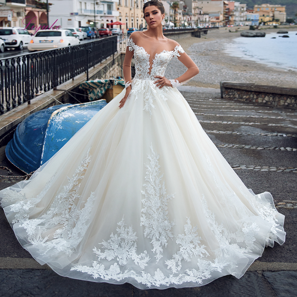 2020 Julia Kui Scoop Neck Ball Gown Wedding Dresses Lace Appliques Transparent Long Sleeves Back Illusion Tulle