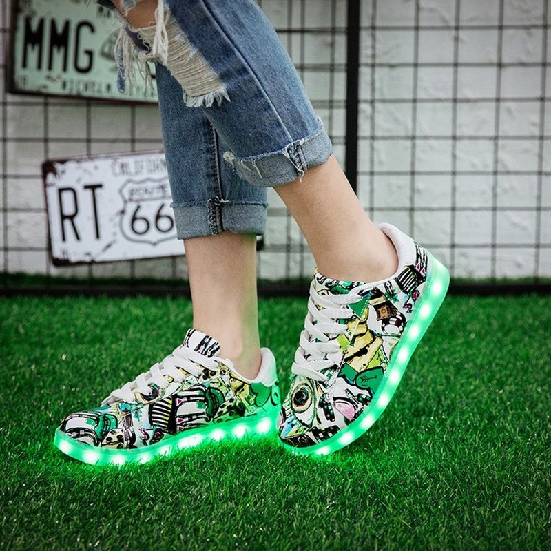 2019 New Luminous Sneakers Krasovki Children Led Luminous Girls Shoes For Kids Glowing USB Light Up Womens Mens Sneakers