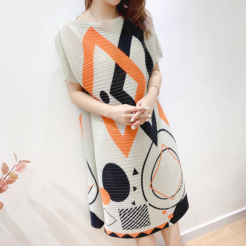 Summer Dress Plus Size For Women 45-75KG 2020 New Elastic Horizontal Miyake Pleated Round Neck Short Sleeved Loose A-Line Dress