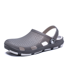 2020 New Designer Croc Men Sandals Crocks Summer Crok Shoes Slip On Clogs Men EV