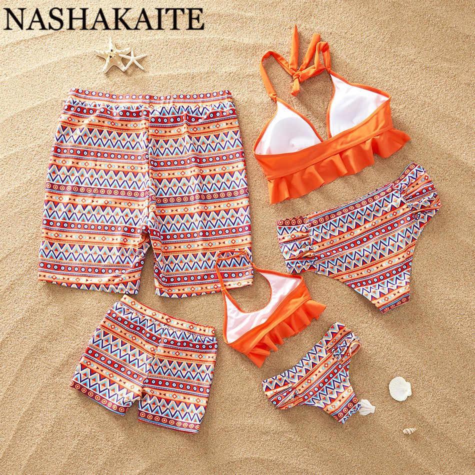 NASHAKAITE ครอบครัวชุดว่ายน้ำฤดูร้อนโบฮีเมียนพิมพ์ชุดว่ายน้ำแม่ลูกสาวพ่อ SON Beach กางเกงขาสั้นจับคู่ชุดว่ายน้ำครอบครัวดู
