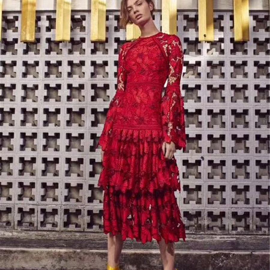높은 품질 겨울 여성 빨간 드레스 플레어 슬리브 중공 파티 드레스 레이스 드레스 여성 파티 밤 vestidos 꽃-에서드레스부터 여성 의류 의  그룹 1