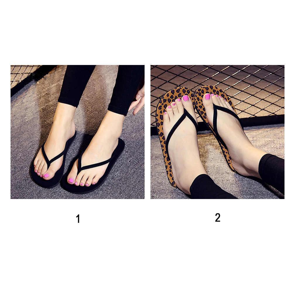 Moda yeni kadın yaz terlik leopar siyah düz topuk Flip flop rahat sandalet plaj terliği kadın PU ev ayakkabı