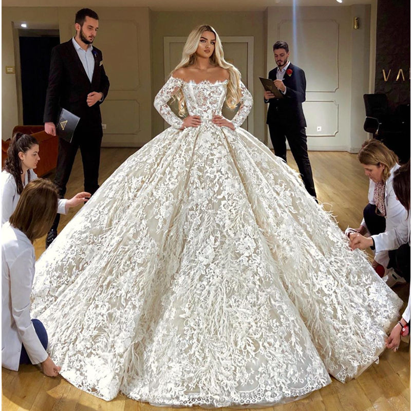 Off Shoulder Full Lace Ball Gown Wedding Dress Luxury Long Sleeves Dubai Wedding Gowns With Feathers Robe De Mariee